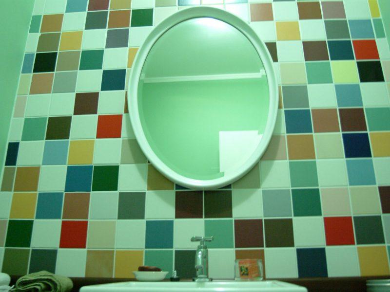 Mosaicos de azulejos e um lavabo xodó!